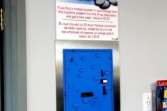 Changeur de monnaie sur le site. Trouver la pièce de monnaie chanceuse avec l'emblème de notre commerce et gagnez un lavage gratuit.