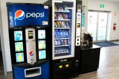 Distributeur automatiques. Café, snacks, boissons froides, pendant que vous attendez pour votre lessive